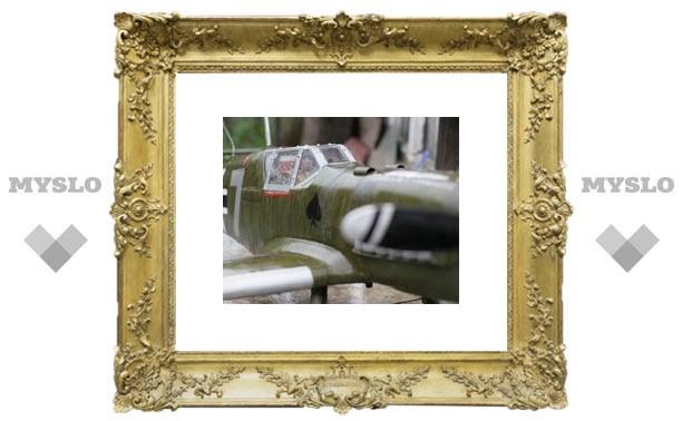 Туляк открыл во дворе выставку самолетов