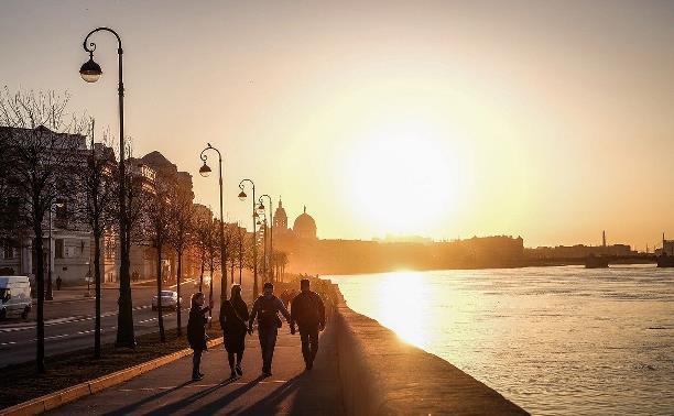 Разрешены торговля и прогулки: в каких регионах России начали снимать карантинные меры