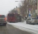 На Дмитрия Ульянова троллейбус врезался в припаркованный Ford