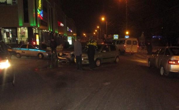 В Новомосковске водитель «Рено» устроил тройное ДТП с пострадавшими