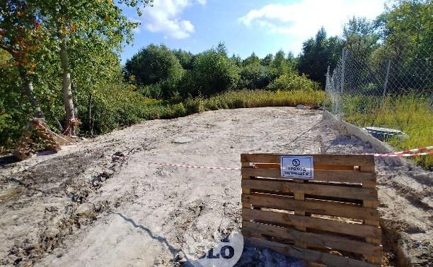 «Озеро» с нефтепродуктами в тульском поселке: доломитовая мука сработала?