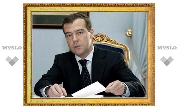 Медведев подписал закон о митингах