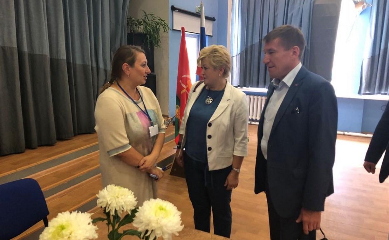 Избирательный участок в Новомосковске посетили Александр Воронцов и Татьяна Ларина