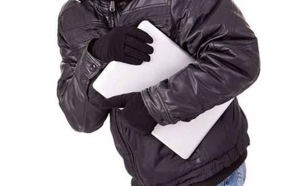 В Щёкино мужчина украл у родственника ноутбук