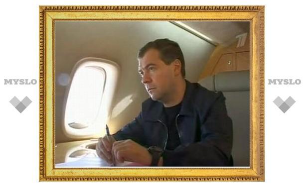 Медведев едет на саммит СНГ, но с Ющенко говорить не собирается