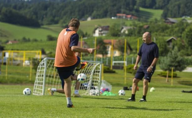 Тренеры, руководители и персонал «Арсенала» показали, как надо играть в футбол