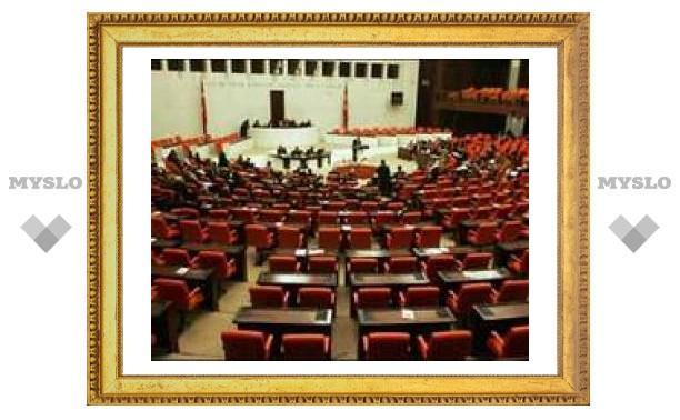 Турецкий парламент одобрил вторжение в Ирак