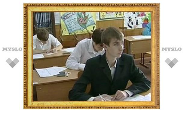 Выпускники школ сдают ЕГЭ по иностранному языку