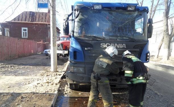 Водителя грузовика, врезавшегося в троллейбус, оштрафовали и лишили прав