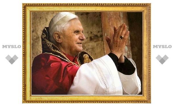 Бенедикт XVI посетил в больнице кардинала Эчегарая