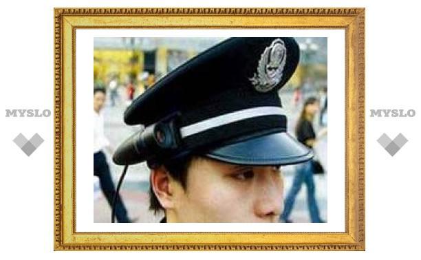 """У китайских полицейских появились """"видеофуражки"""""""