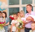 В День семьи, любви и верности молодым родителям торжественно вручили свидетельства о рождении