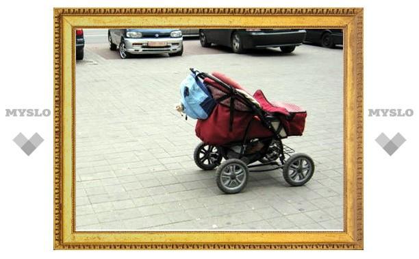 """В г. Щекино Тульской области пьяная мать """"забыла"""" дочку в коляске на улице"""