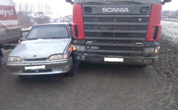В аварии с грузовиком пострадал водитель ВАЗа
