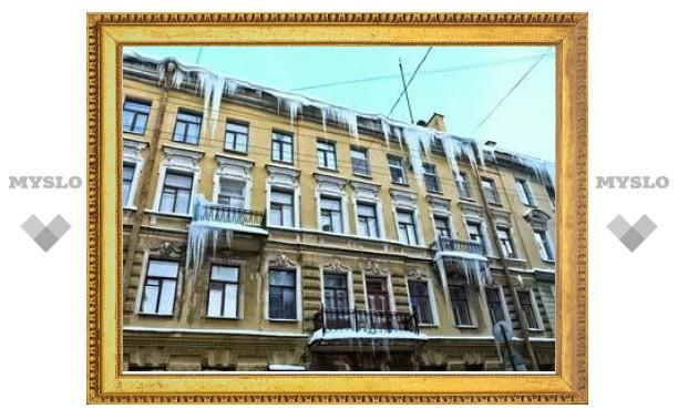В Петербурге за гибель человека от сосульки будут судить владельца балкона