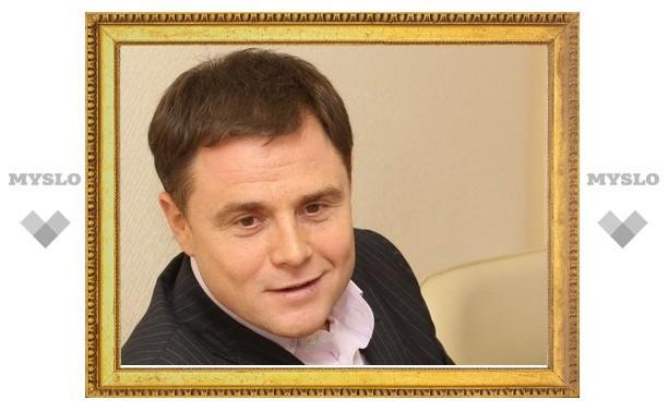 В Новомосковске Владимир Груздев вручил сиротам ключи от квартир
