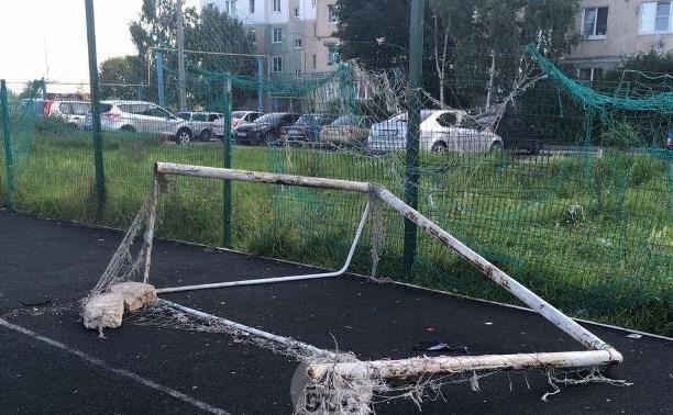 Падение футбольных ворот на ребенка в Туле: девочка скончалась в больнице
