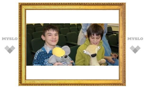 Тульским детям-инвалидам подарили игрушки