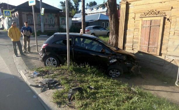 В Туле Opel врезался в дом