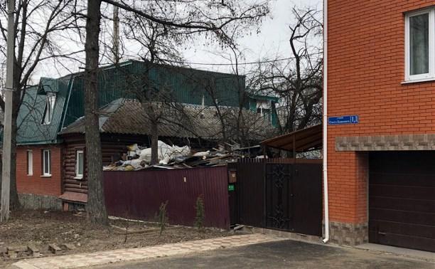 Тонны мусора за забором: соседи подают в суд на тульского Плюшкина