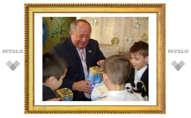 Мэр Тулы водил хороводы с детьми