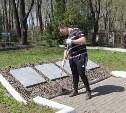 Туляки выполнили уборку воинских захоронений