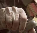 В Новомосковске молодая пара ограбила пенсионера