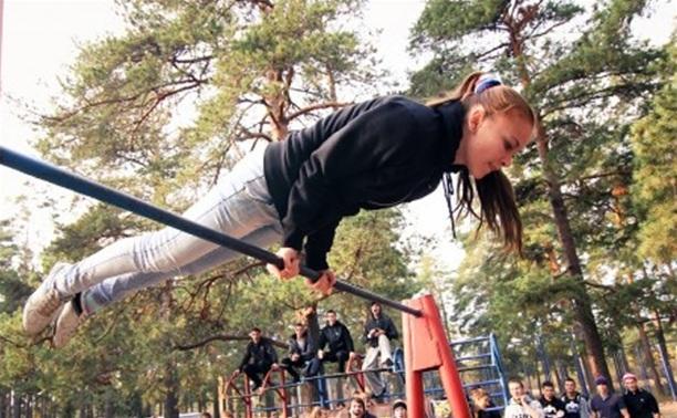 В Детском парке Новомосковска открыли площадку для воркаута