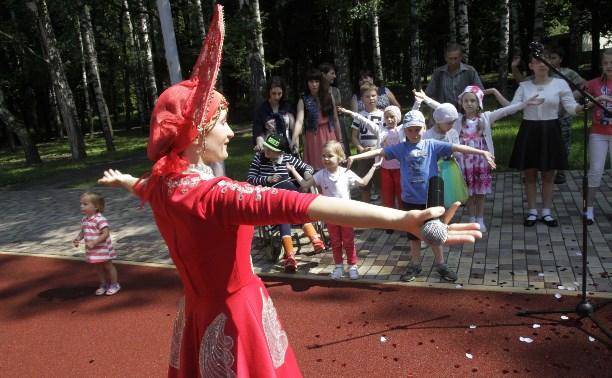 В Центральном парке Тулы состоялся детский эко-спектакль
