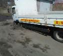В Богородицке на грунтовой дороге провалился грузовик