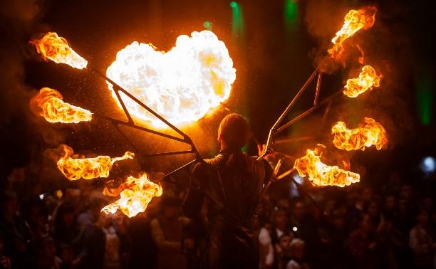 Фестиваль «Театральный дворик» завершился огненным шоу и фейерверком