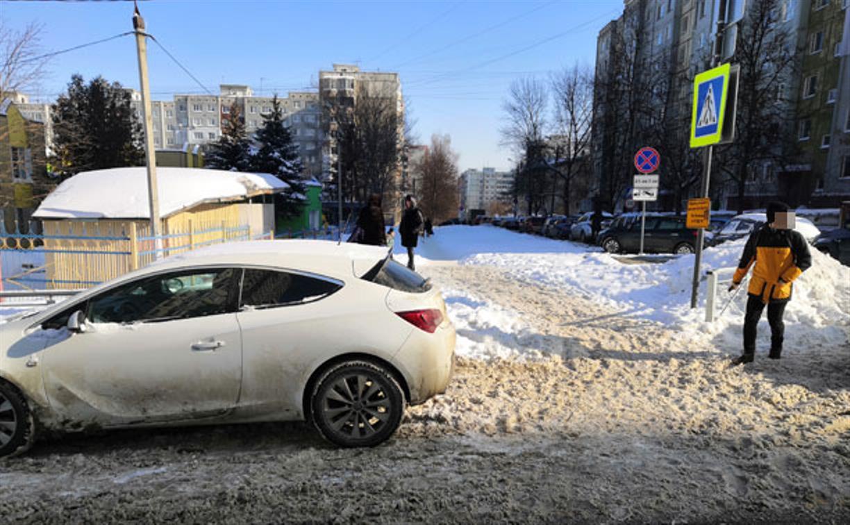«Накажи автохама»: в Туле водитель припарковался на пешеходном переходе
