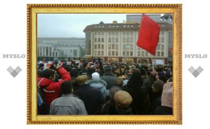 На несанкционированный митинг в Туле все-таки собирается народ
