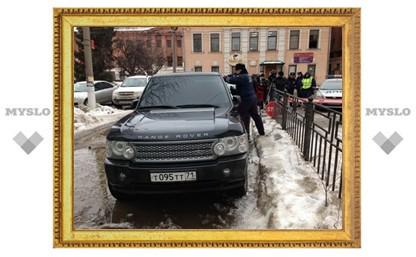 """В Туле против водителя """"Ровера"""" с номерами Т095ТТ применили слезоточивый газ"""