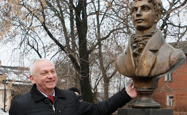 На ул. Менделеевской установили бюст Василия Жуковского