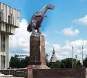 Туляк предложил заменить в центре города Ленина на динозавра