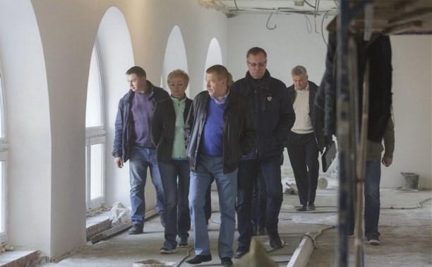Юрий Андрианов проинспектировал ход реставрационных работ бассейна на улице Гоголевской