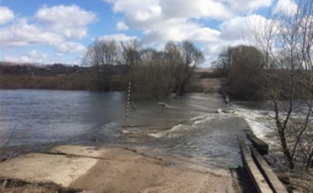 В Дубенском районе затопило низководный мост на Упе