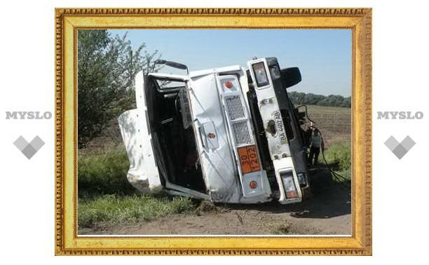 Под Тулой 20-тонный бензовоз врезался в пассажирский автобус