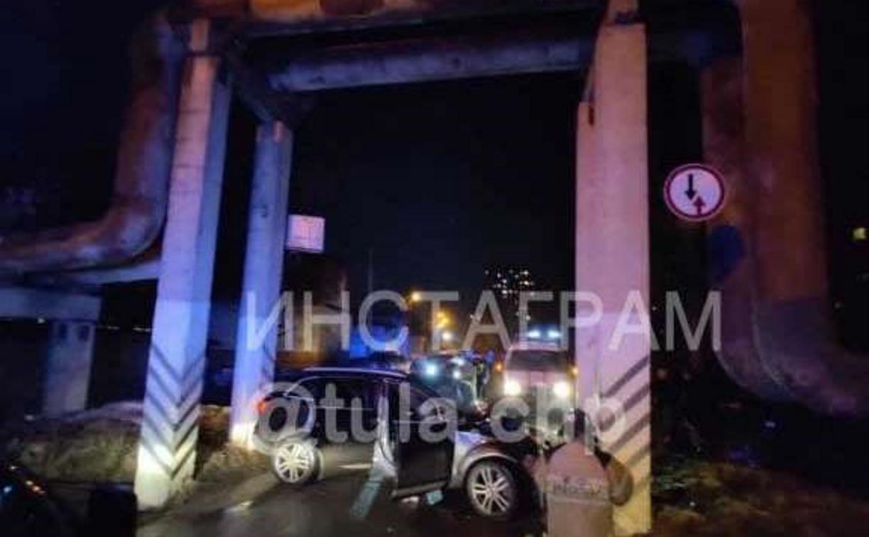 На ул. Приупской «Ауди» врезалась в бетонную опору: пострадали двое