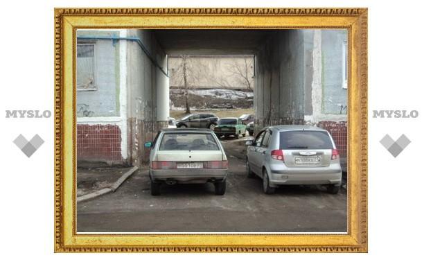 Туляки паркуются, преграждая дорогу машинам спецслужб