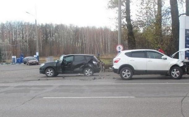 В Новомосковске две автолюбительницы на Nissan Qashqai не поделили дорогу
