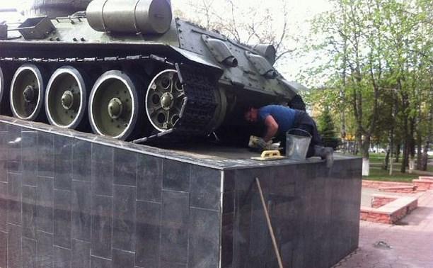 В Туле отремонтировали памятник «Танк Т-34»
