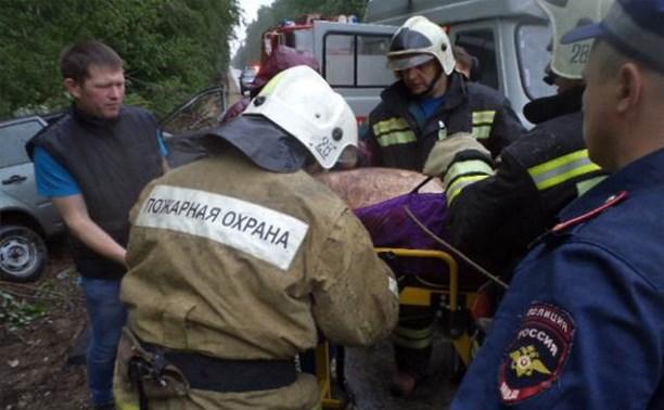 В перевернувшейся «Ладе Калине» в Алексинском районе пострадали двое мужчин