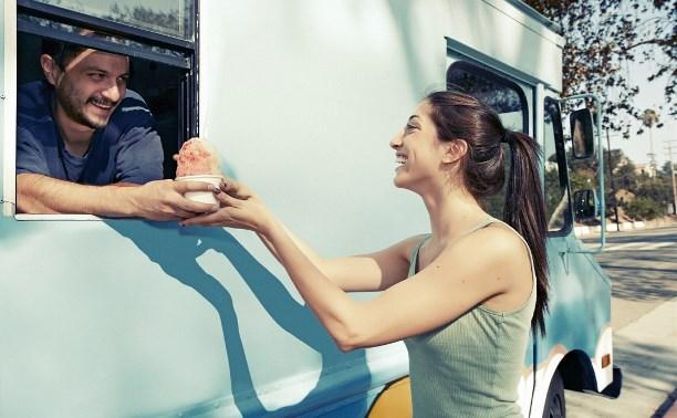 Как открыть торговлю кофе и выпечкой из специализированного автомобиля?