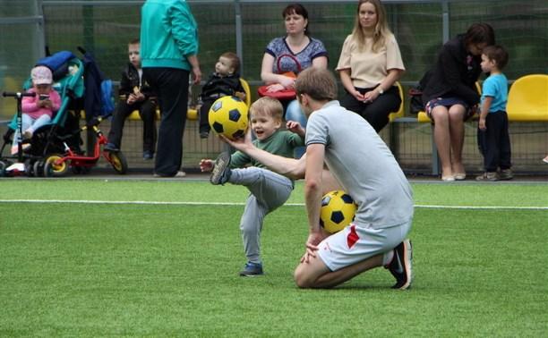 В тульских парках заработала летняя школа футбола для детей
