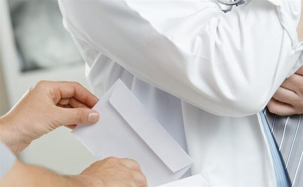 В Тульской области врач-стоматолог за взятку выписывал фальшивые больничные листы