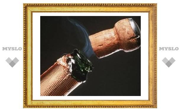 Пробка от шампанского вылетает со скоростью 40 км/ч