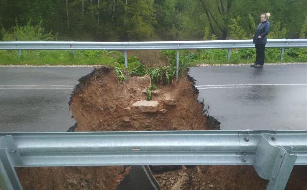 Провал дороги в Суворовском районе: жителям предлагают пути объезда