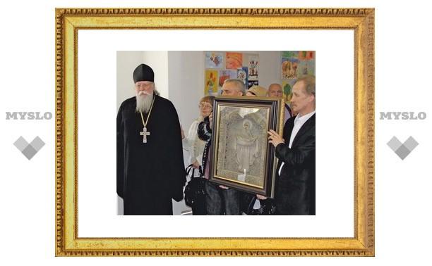 Туле подарили уникальную икону из льна